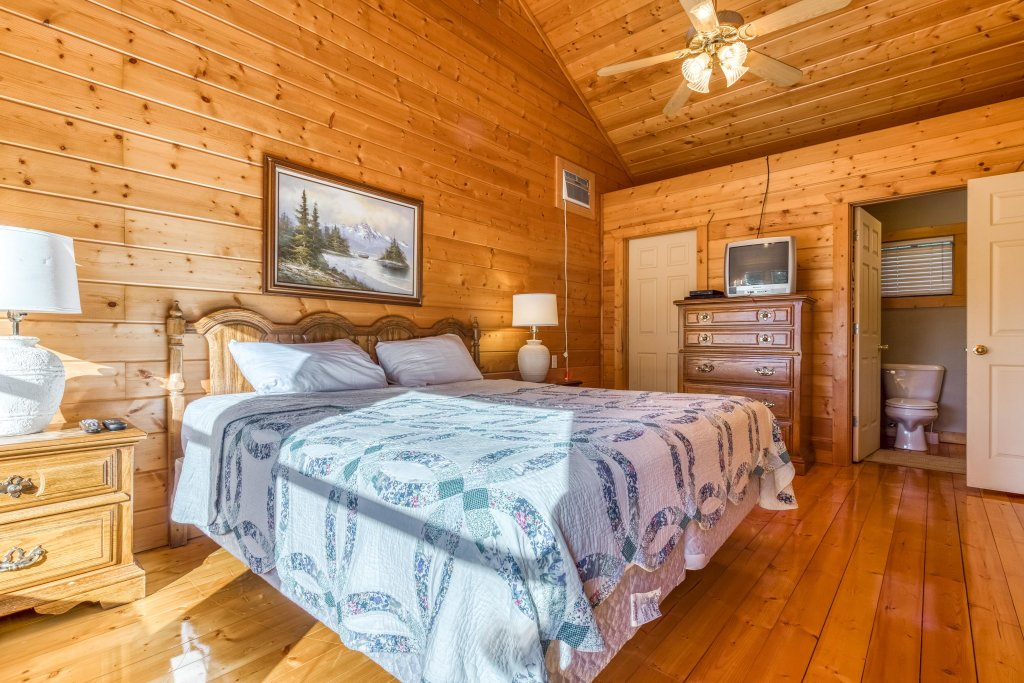 Photo of a Pigeon Forge Cabin named Cloud 9 - This is the sixteenth photo in the set.