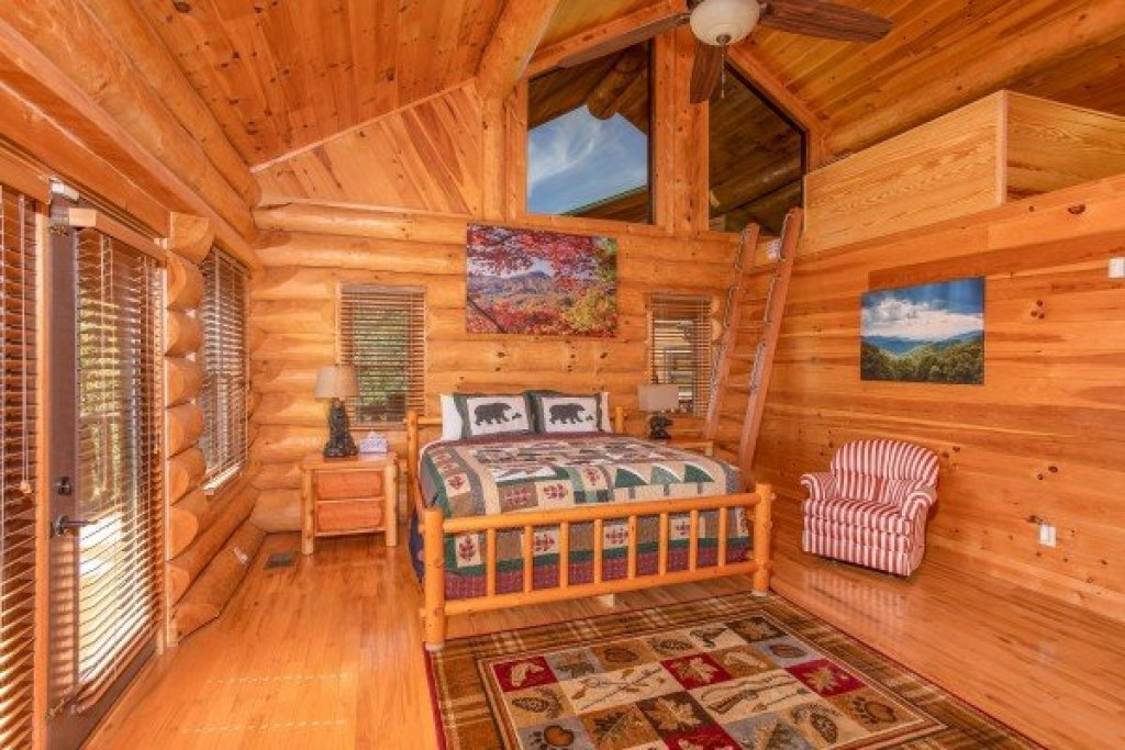 Photo of a Sevierville Cabin named Great View Lodge - This is the seventeenth photo in the set.