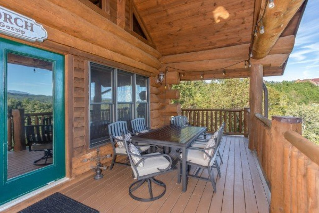 Photo of a Sevierville Cabin named Great View Lodge - This is the tenth photo in the set.