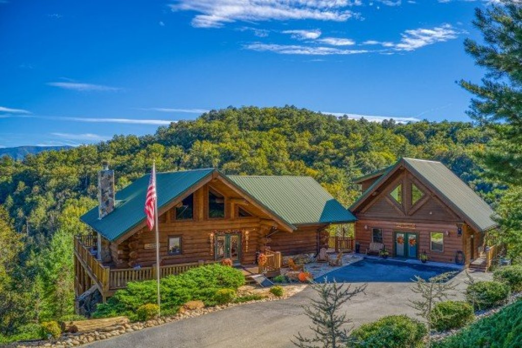 Photo of a Sevierville Cabin named Great View Lodge - This is the first photo in the set.