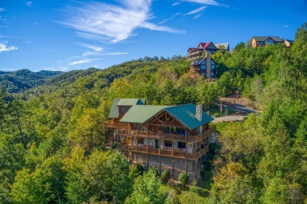 Photo of a Sevierville Cabin named Great View Lodge - This is the second photo in the set.