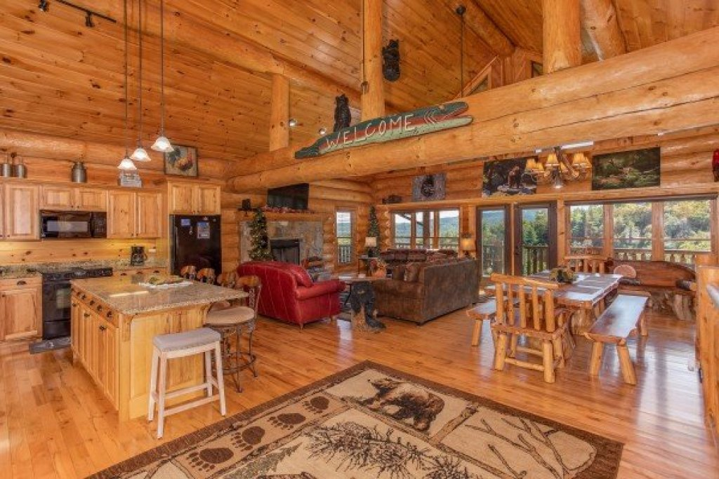 Photo of a Sevierville Cabin named Great View Lodge - This is the fourth photo in the set.
