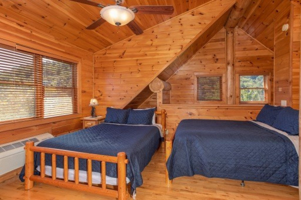 Photo of a Sevierville Cabin named Great View Lodge - This is the thirty-eighth photo in the set.