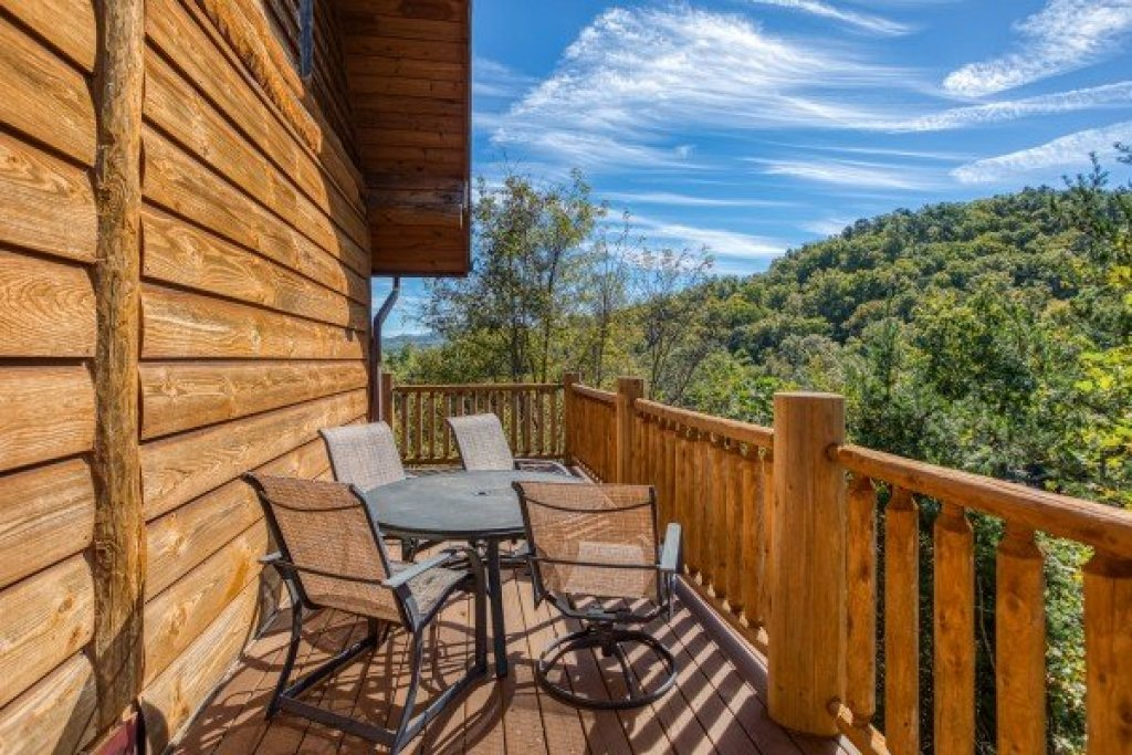 Photo of a Sevierville Cabin named Great View Lodge - This is the forty-second photo in the set.