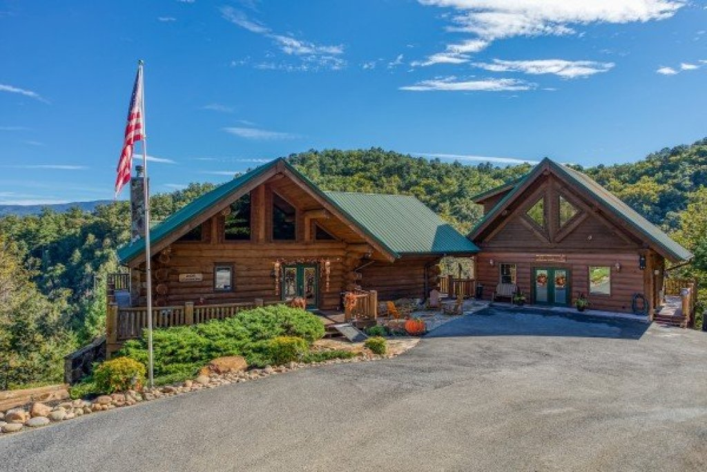 Photo of a Sevierville Cabin named Great View Lodge - This is the forty-seventh photo in the set.