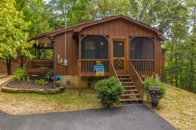 2 Bedroom, 2 Bath With A Hot Tub In A Resort. Easy To Access From Pigeon Forge.