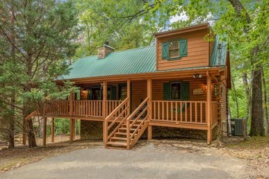A 2 Bedroom, 2 Bath, Deluxe Cabin For Six. Easy To Access, No Mountain Roads.
