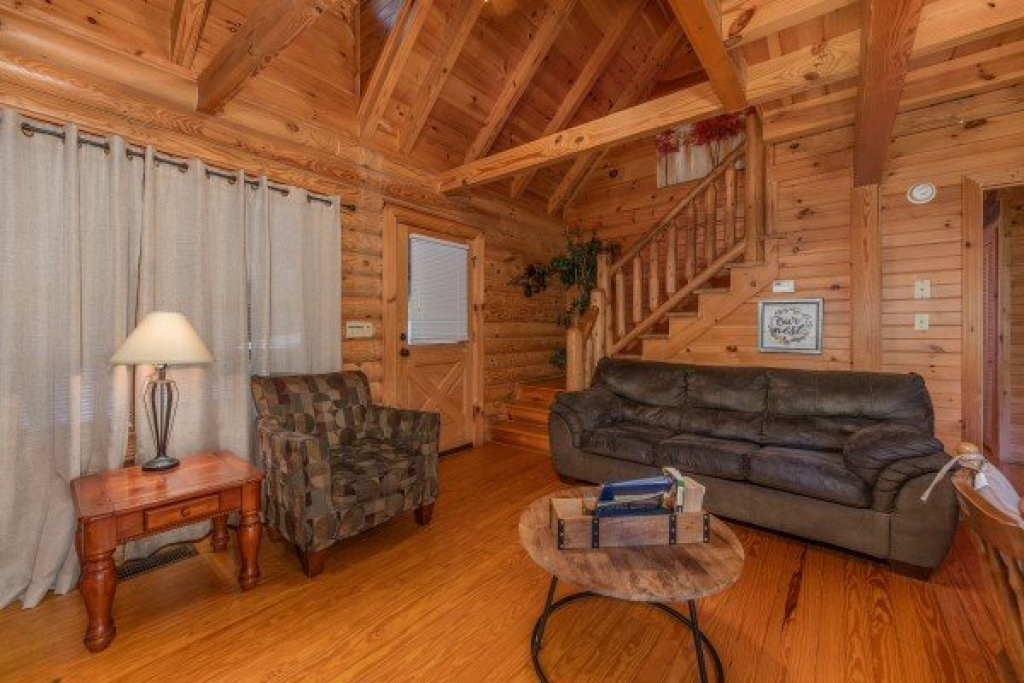 Photo of a Sevierville Cabin named Kountry Lovin' - This is the fifth photo in the set.