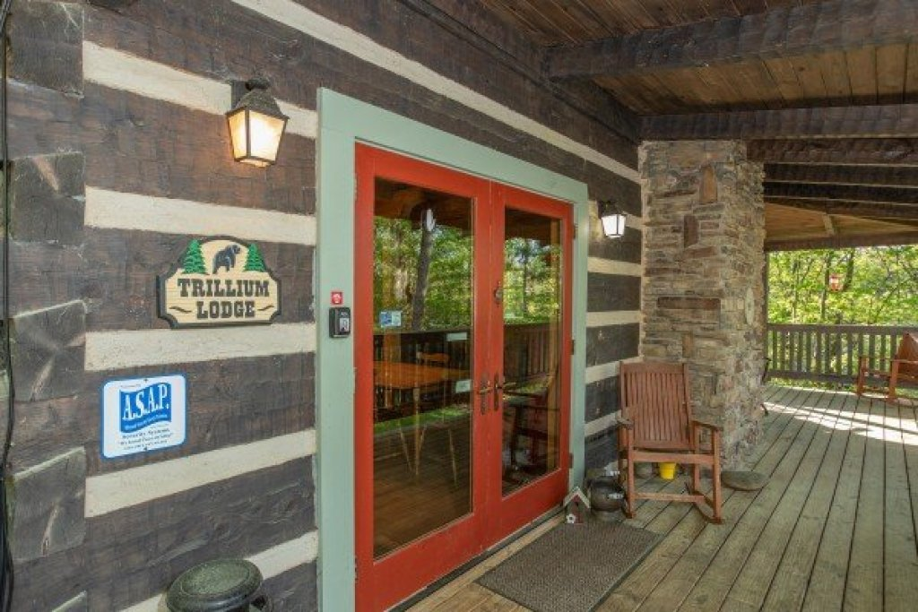 Photo of a Gatlinburg Cabin named Trillium Lodge - This is the second photo in the set.