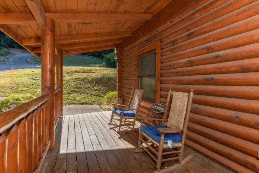 Photo of a Sevierville Cabin named Kountry Lovin' - This is the third photo in the set.