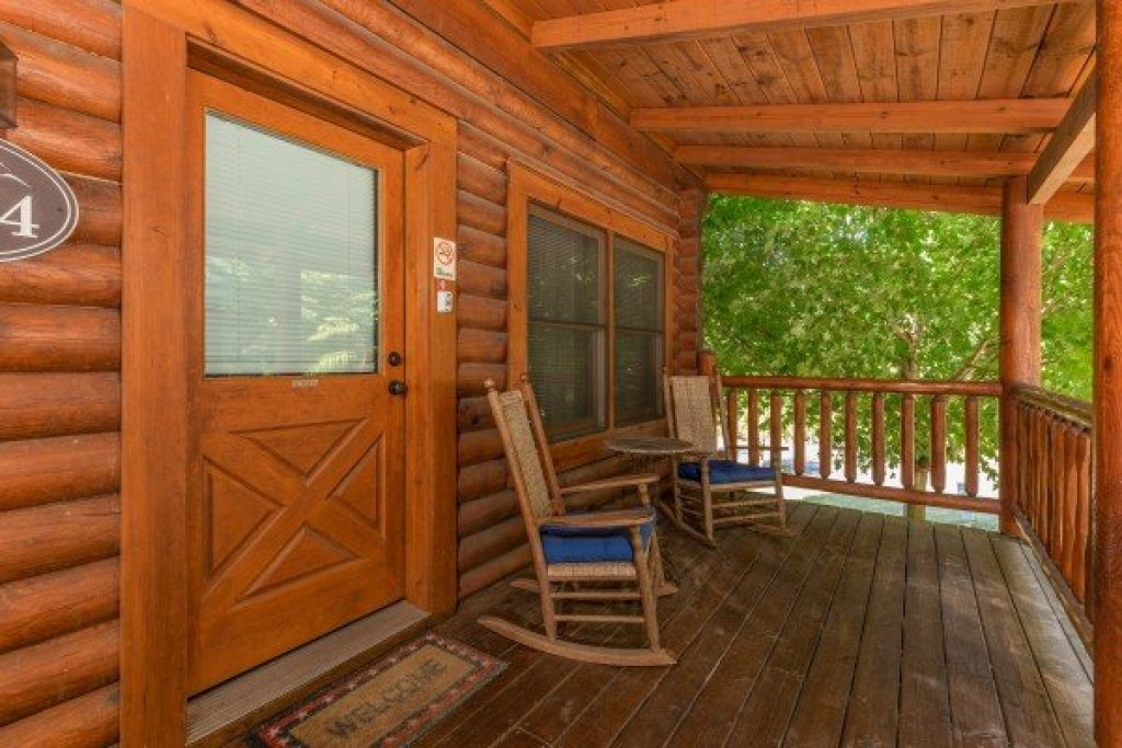 Photo of a Sevierville Cabin named Kountry Lovin' - This is the second photo in the set.