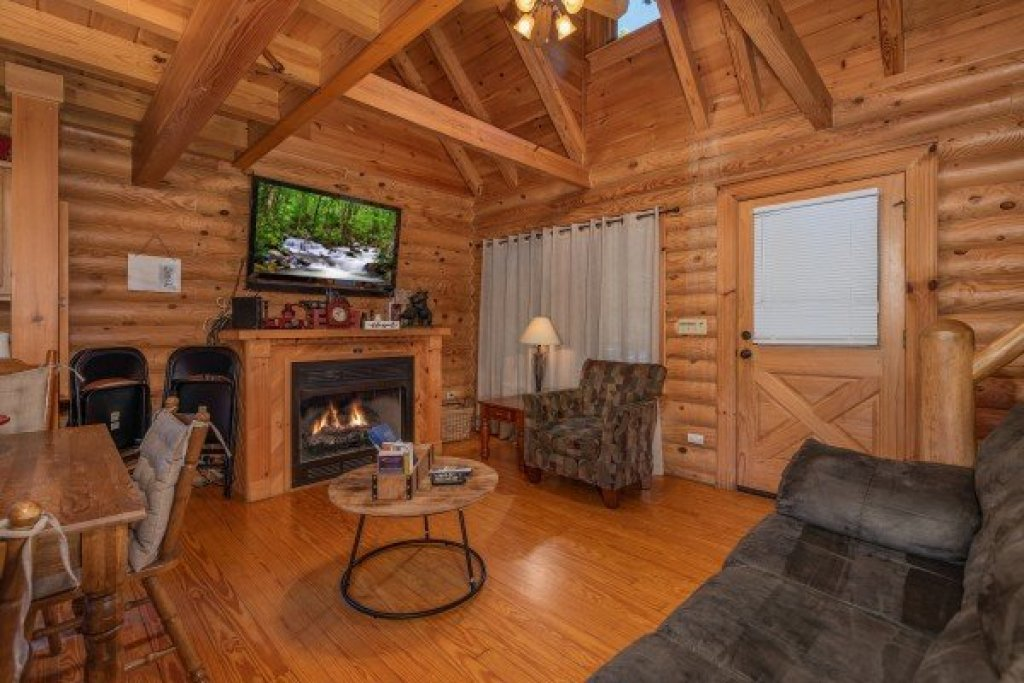 Photo of a Sevierville Cabin named Kountry Lovin' - This is the fourth photo in the set.