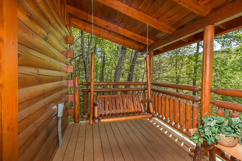 Photo of a Gatlinburg Cabin named Dancing Bearfoot - This is the thirteenth photo in the set.