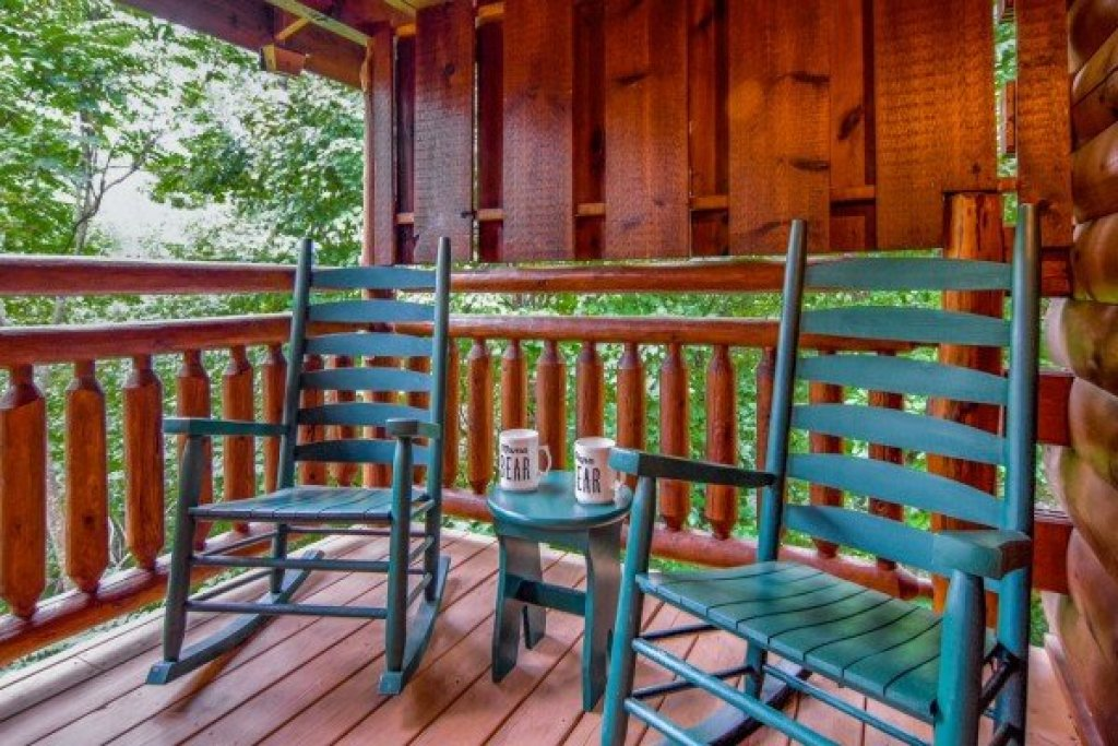Photo of a Gatlinburg Cabin named Dancing Bearfoot - This is the fourteenth photo in the set.