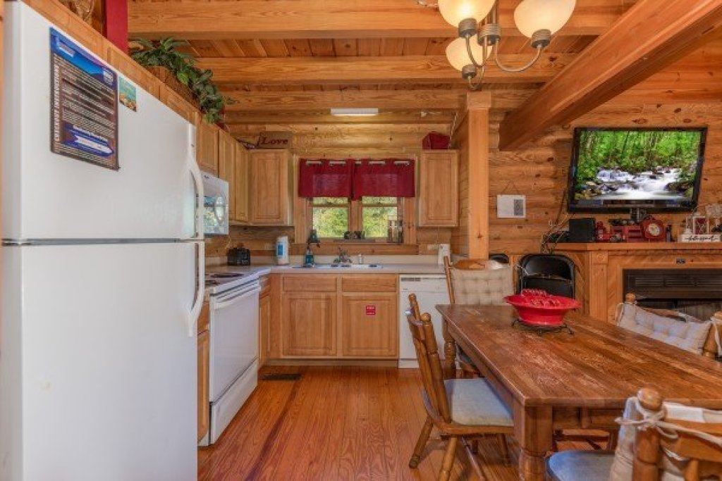 Photo of a Sevierville Cabin named Kountry Lovin' - This is the sixth photo in the set.