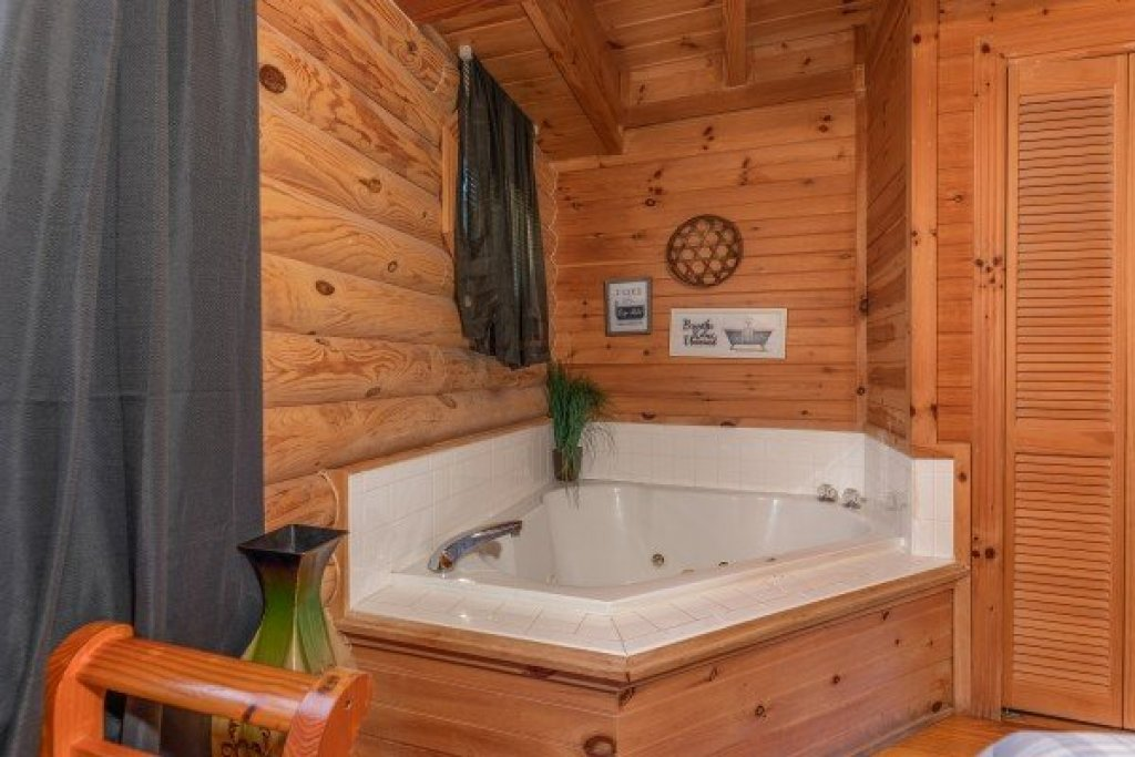 Photo of a Sevierville Cabin named Kountry Lovin' - This is the twelfth photo in the set.