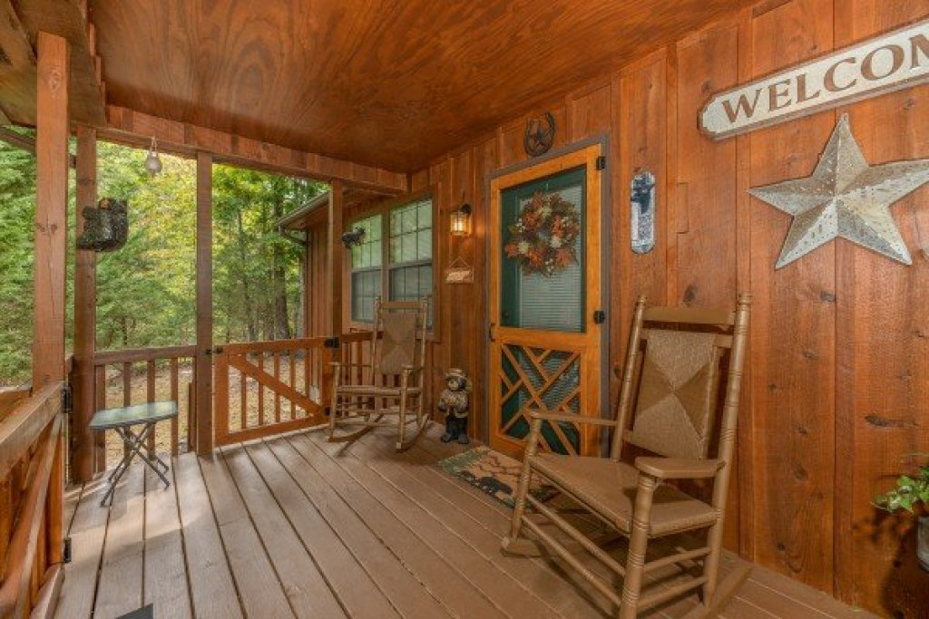 Photo of a Sevierville Cabin named Black Bear Holler - This is the tenth photo in the set.
