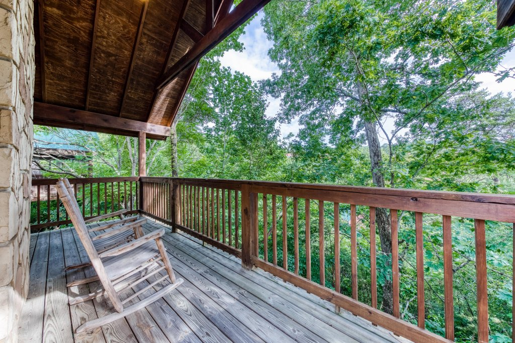 Photo of a Pigeon Forge Cabin named Arrowhead Log Cabin Resort: Wildwood Cabin - This is the fourth photo in the set.