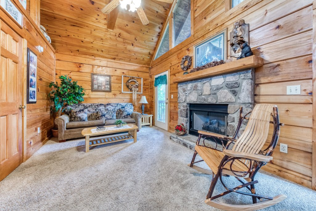 Photo of a Pigeon Forge Cabin named Arrowhead Log Cabin Resort: Wildwood Cabin - This is the sixth photo in the set.