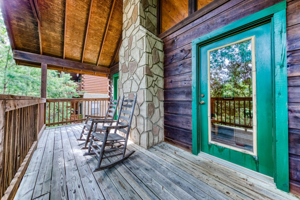 Photo of a Pigeon Forge Cabin named Arrowhead Log Cabin Resort: Wildwood Cabin - This is the twenty-first photo in the set.