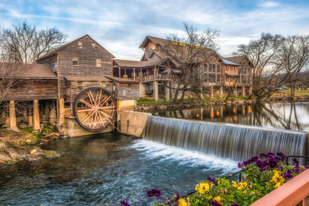 Photo of a Pigeon Forge Cabin named Arrowhead Log Cabin Resort: Wildwood Cabin - This is the thirty-first photo in the set.