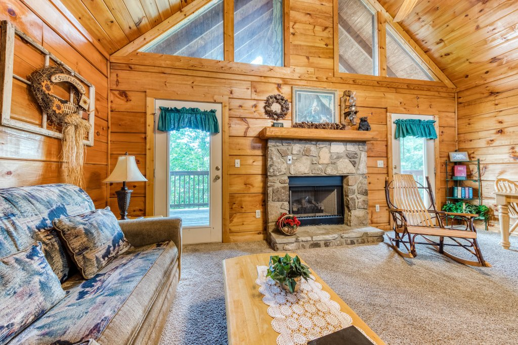 Photo of a Pigeon Forge Cabin named Arrowhead Log Cabin Resort: Wildwood Cabin - This is the third photo in the set.