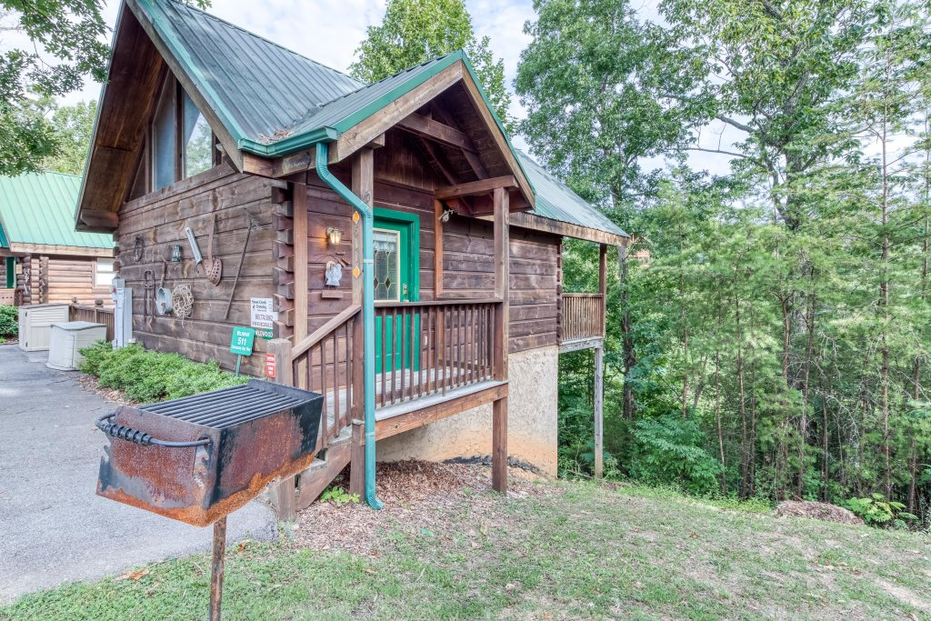 Photo of a Pigeon Forge Cabin named Arrowhead Log Cabin Resort: Wildwood Cabin - This is the thirty-fourth photo in the set.