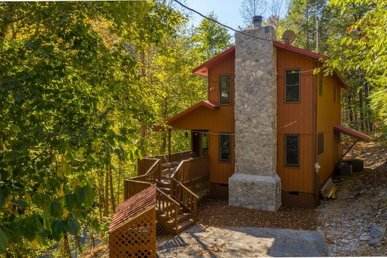 A 2 Bedroom, 2.5 Bath Luxury Chalet For 7 In The Gated Shagbark Community.