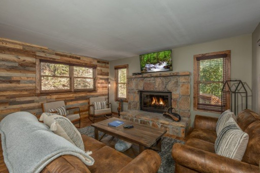 Photo of a Sevierville Cabin named Southern Luxury - This is the second photo in the set.
