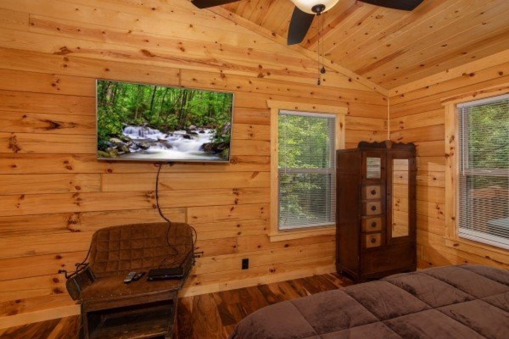Photo of a Gatlinburg Cabin named Paws On The Porch - This is the twelfth photo in the set.