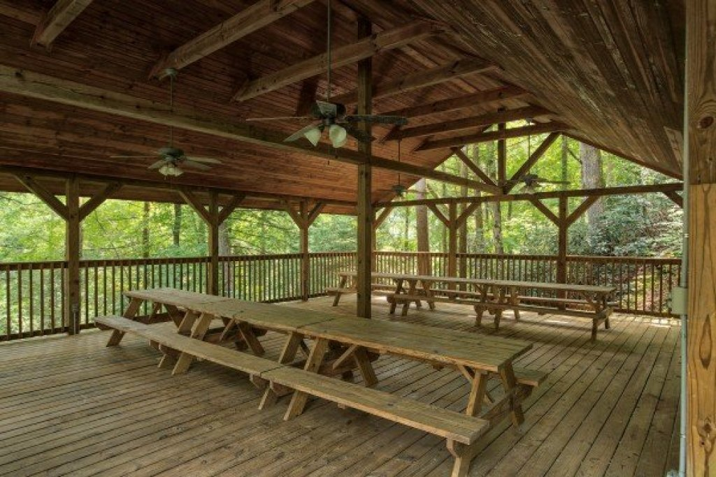 Photo of a Gatlinburg Cabin named Paws On The Porch - This is the twenty-ninth photo in the set.