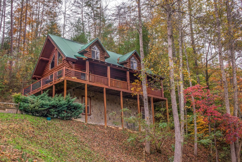 Photo of a Sevierville Cabin named Moose Lodge Cabin - This is the first photo in the set.