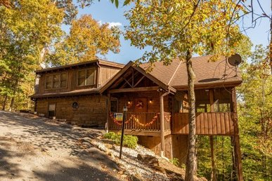 A 4 Bedroom, 4.5 Bath, Value Cabin For 11 Close To Douglas Lake & Pigeon Forge.