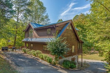 A 2 Bedroom, 2 Bathroom, Deluxe Cabin For 8 With Air Hockey & Pool Tables.