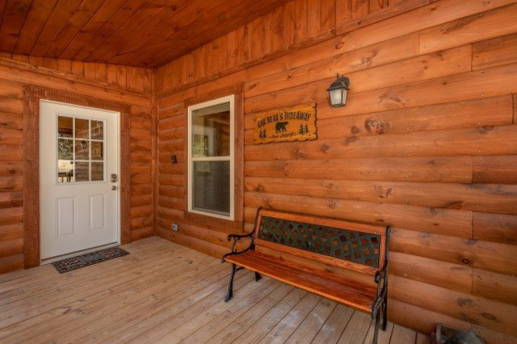 Photo of a Pigeon Forge Cabin named Gar Bear's Hideaway - This is the second photo in the set.