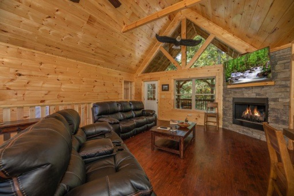 Photo of a Pigeon Forge Cabin named Gar Bear's Hideaway - This is the fifth photo in the set.