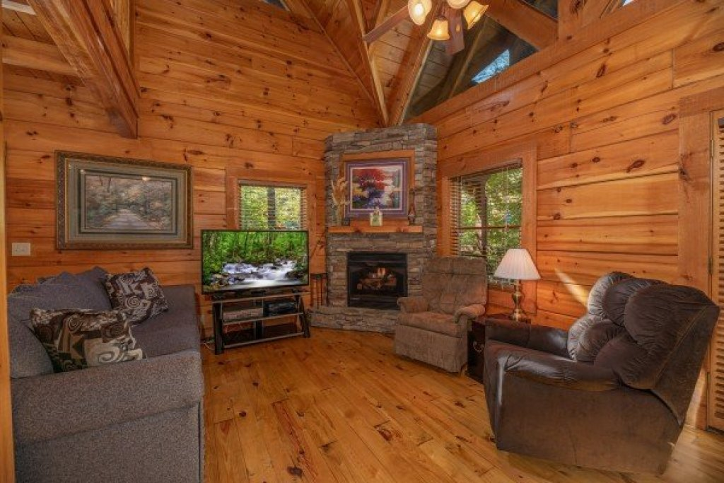 Photo of a Pigeon Forge Cabin named Dances With Wolves - This is the second photo in the set.