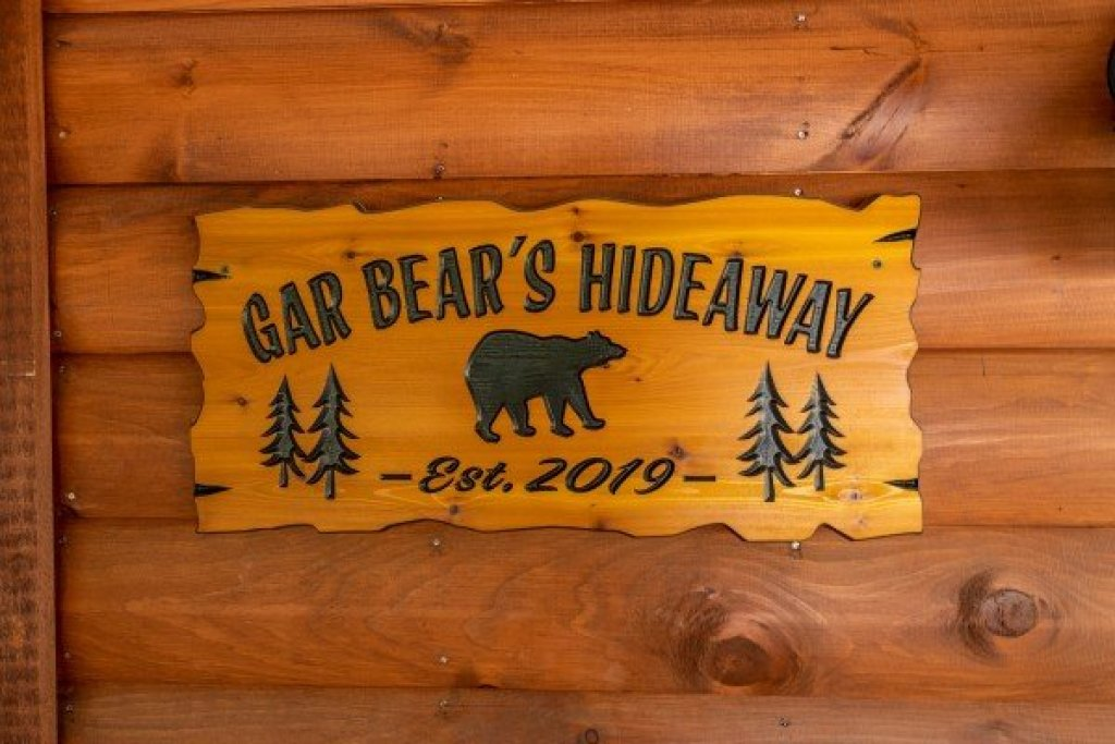 Photo of a Pigeon Forge Cabin named Gar Bear's Hideaway - This is the third photo in the set.
