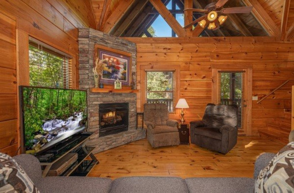 Photo of a Pigeon Forge Cabin named Dances With Wolves - This is the fourth photo in the set.