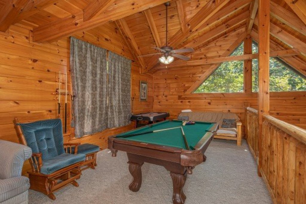 Photo of a Pigeon Forge Cabin named Dances With Wolves - This is the twelfth photo in the set.