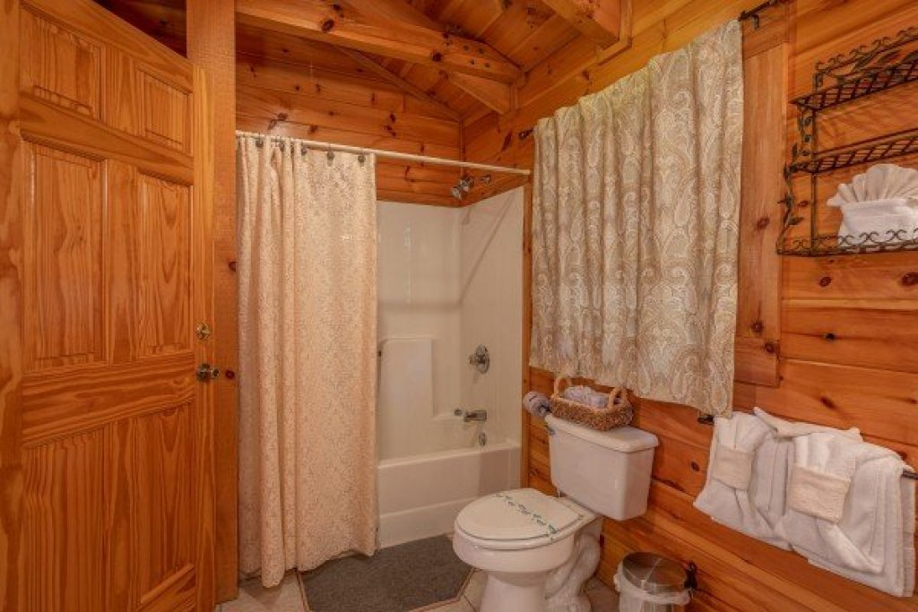 Photo of a Pigeon Forge Cabin named Dances With Wolves - This is the sixteenth photo in the set.