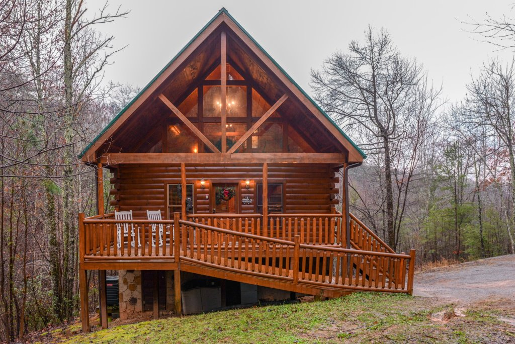 Photo of a Gatlinburg Cabin named Hillybill's Hideout - This is the first photo in the set.