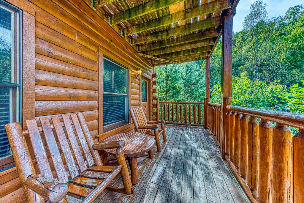 Photo of a Gatlinburg Cabin named Hillybill's Hideout - This is the fourth photo in the set.