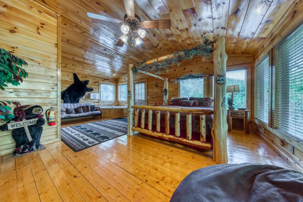 Photo of a Gatlinburg Cabin named Hillybill's Hideout - This is the eighteenth photo in the set.