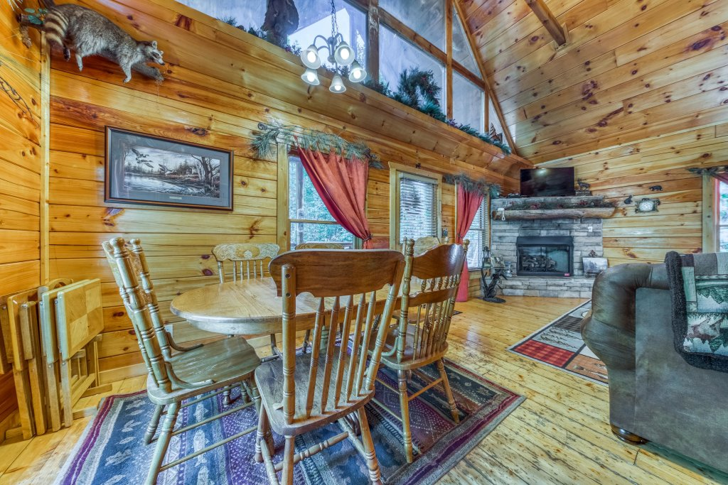 Photo of a Gatlinburg Cabin named Hillybill's Hideout - This is the twelfth photo in the set.