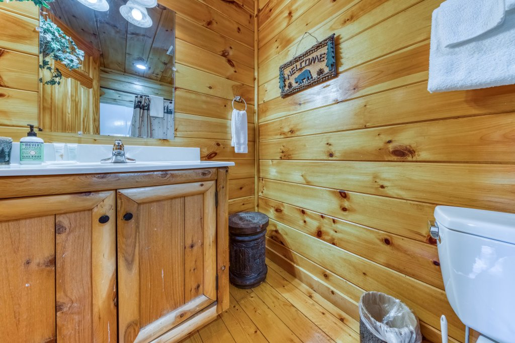 Photo of a Gatlinburg Cabin named Hillybill's Hideout - This is the twenty-fourth photo in the set.