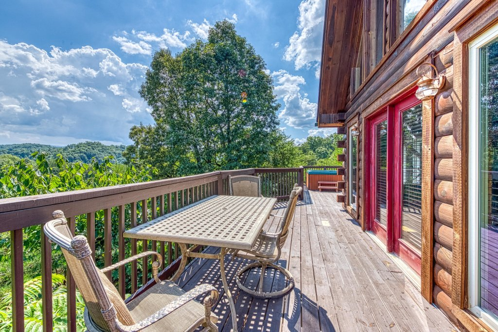 Photo of a Pigeon Forge Cabin named Smoky Mountain Magic - This is the third photo in the set.