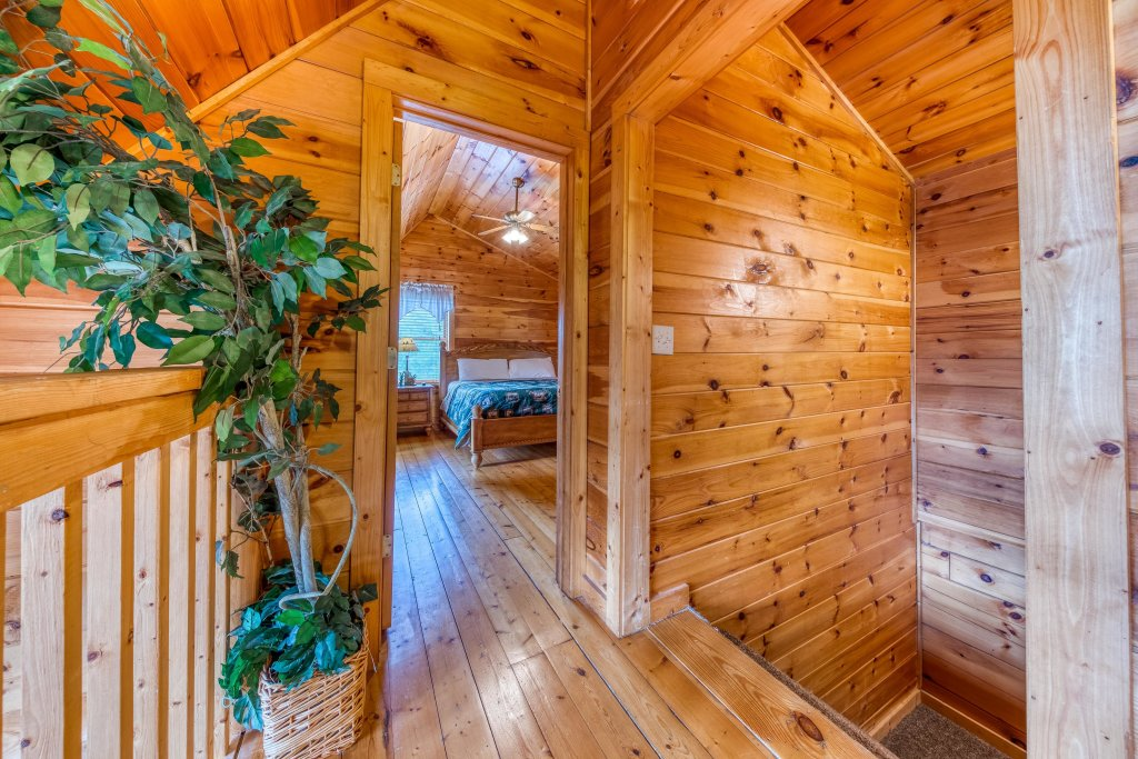 Photo of a Pigeon Forge Cabin named Smoky Mountain Magic - This is the twenty-sixth photo in the set.