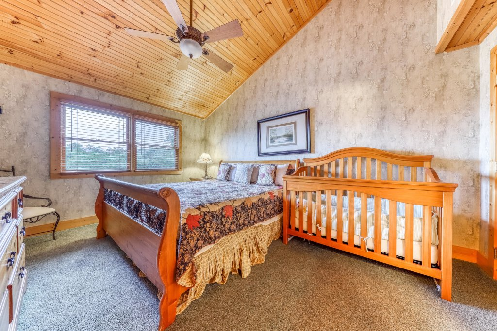 Photo of a Sevierville Cabin named Teddy Bear Lodge - This is the twentieth photo in the set.