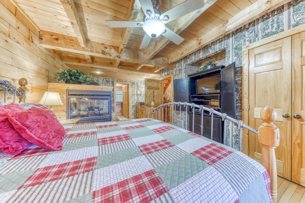 Photo of a Sevierville Cabin named Teddy Bear Lodge - This is the sixteenth photo in the set.